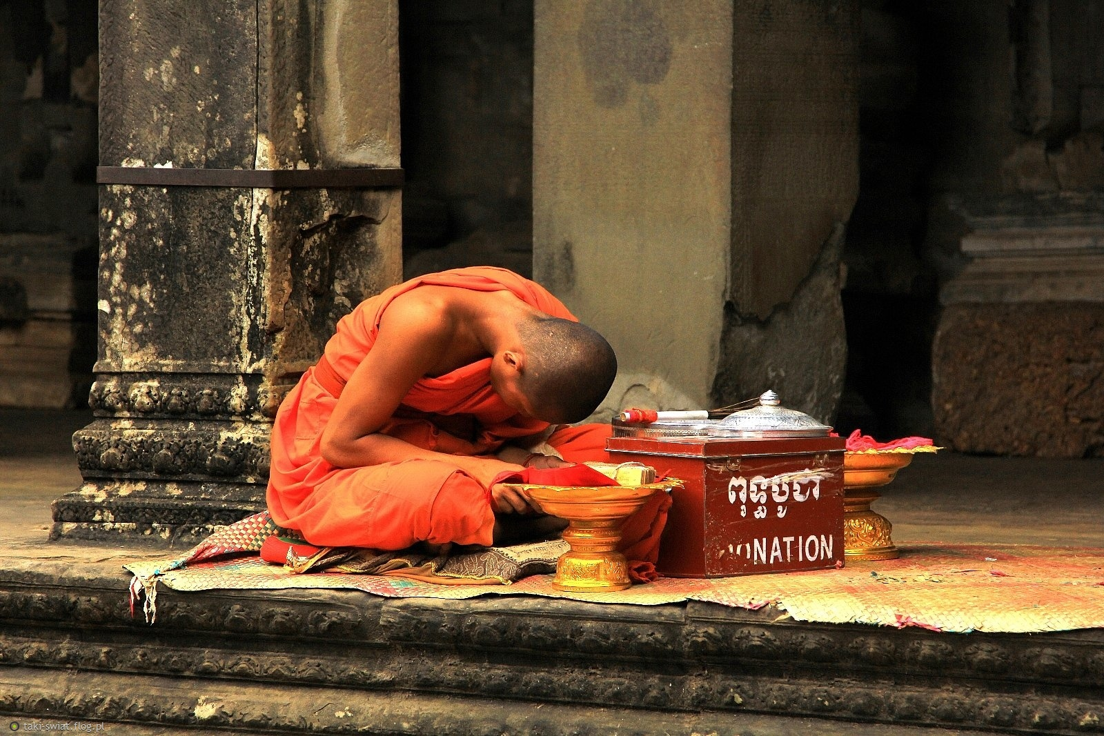 Mnich z Angkor Wat