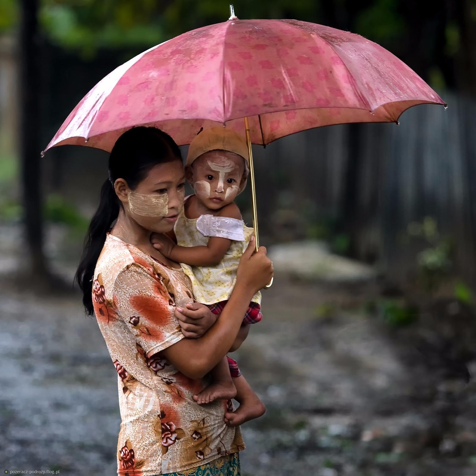 pod parasolem mamy