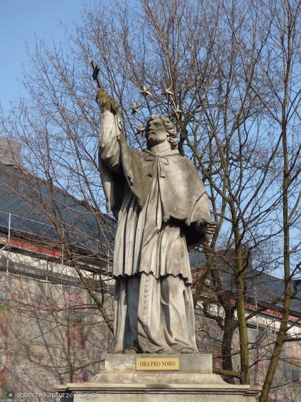 Siemianowice Śląskie, województwo śląskie: rzeźba św. Jana Nepomucena z 1803 roku....,