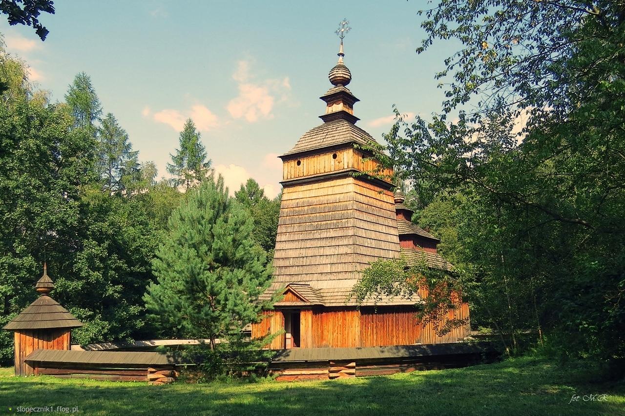 Klimaty skansenów - cerkiew św. Dymitra z wioski, której już nie ma .