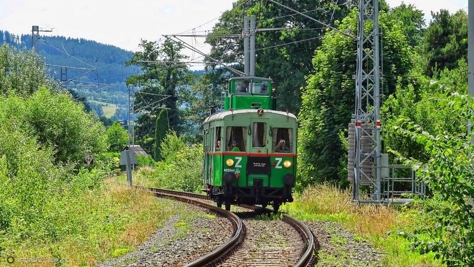 """M120 """"vezak""""(maszynista na wieży) wjeżdża na stację Velke Losiny z Sumperka"""
