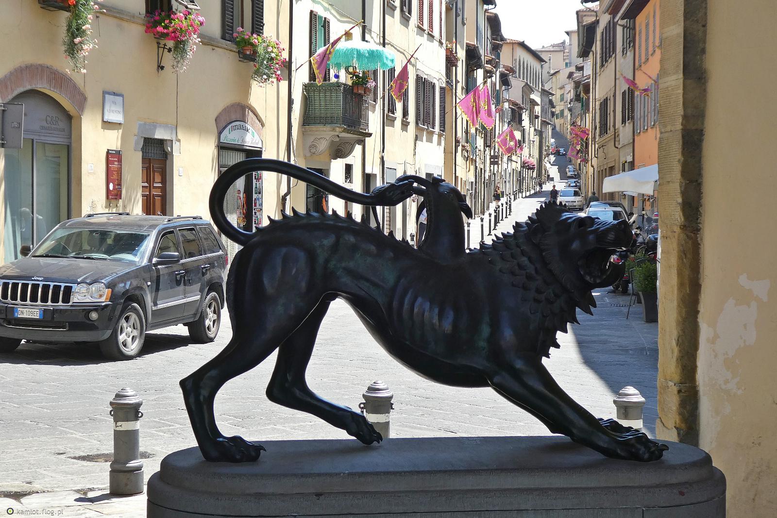 Słynna Chimera Etruska z Arezzo i uliczki tego miasta Toskanii cdn.