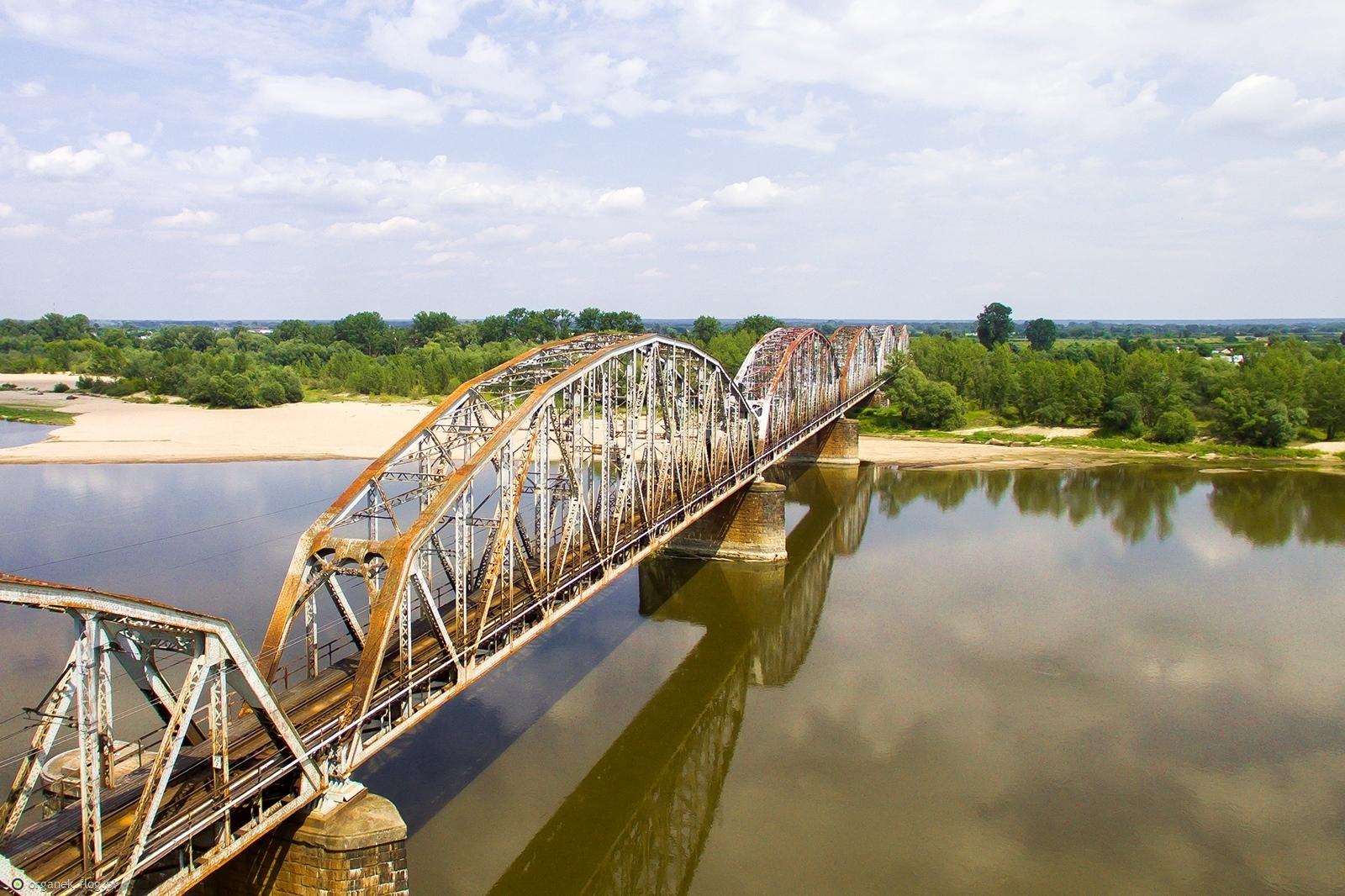 Most kolejowy w Górze Kalwarii.