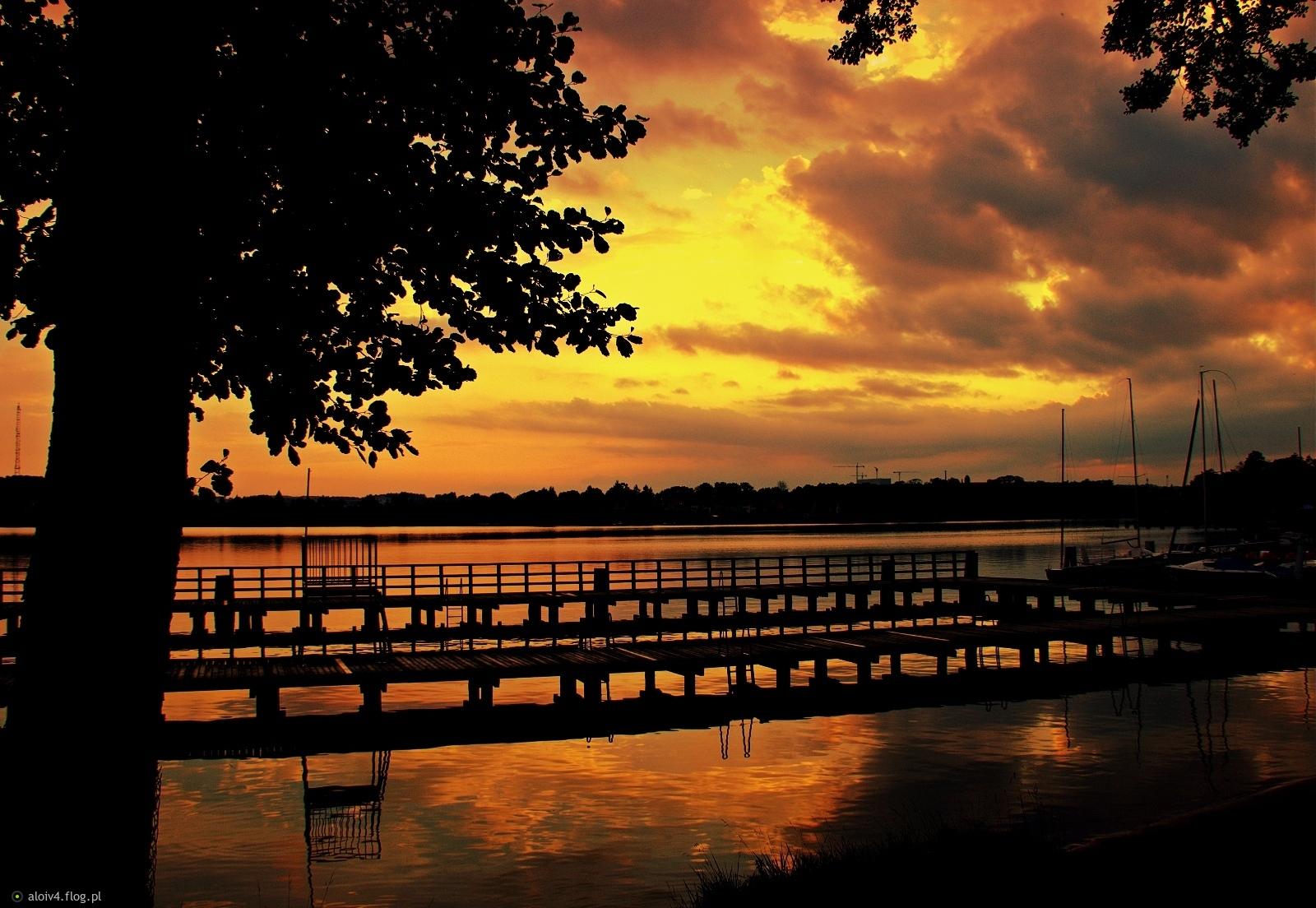 Lipcowy zachod nad jeziorem Czos Mrągowo