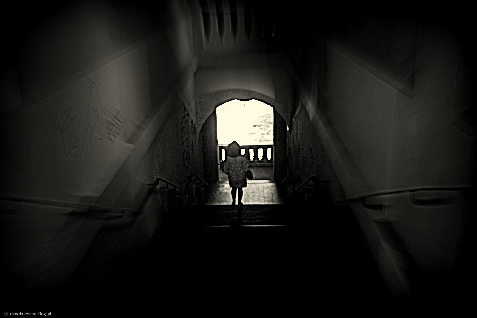 nie bój się cieni, one świadczą o tym, że gdzieś znajduje się światło....