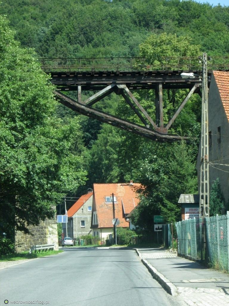2100. Most pośród zieloności...
