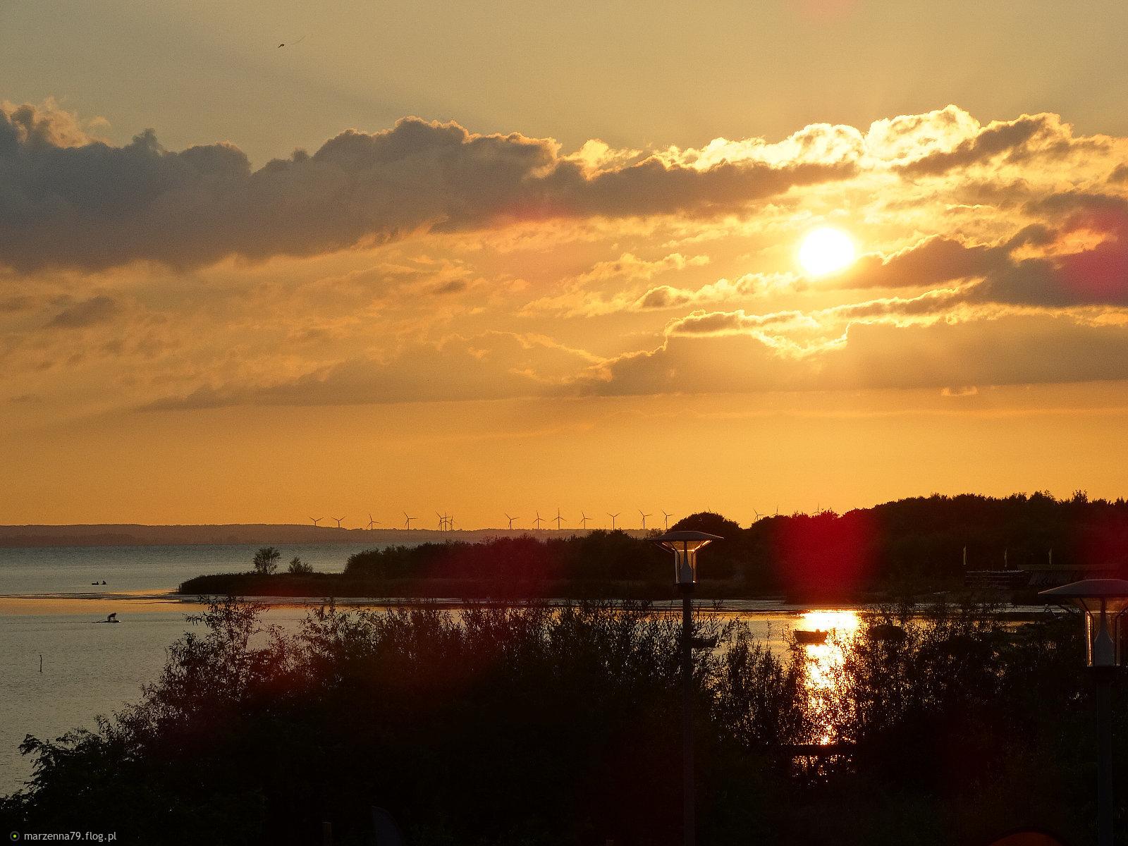 JASTARNIA -  Zachód słońca nad morzem od strony Zatoki  Puckiej ☸ ⛵