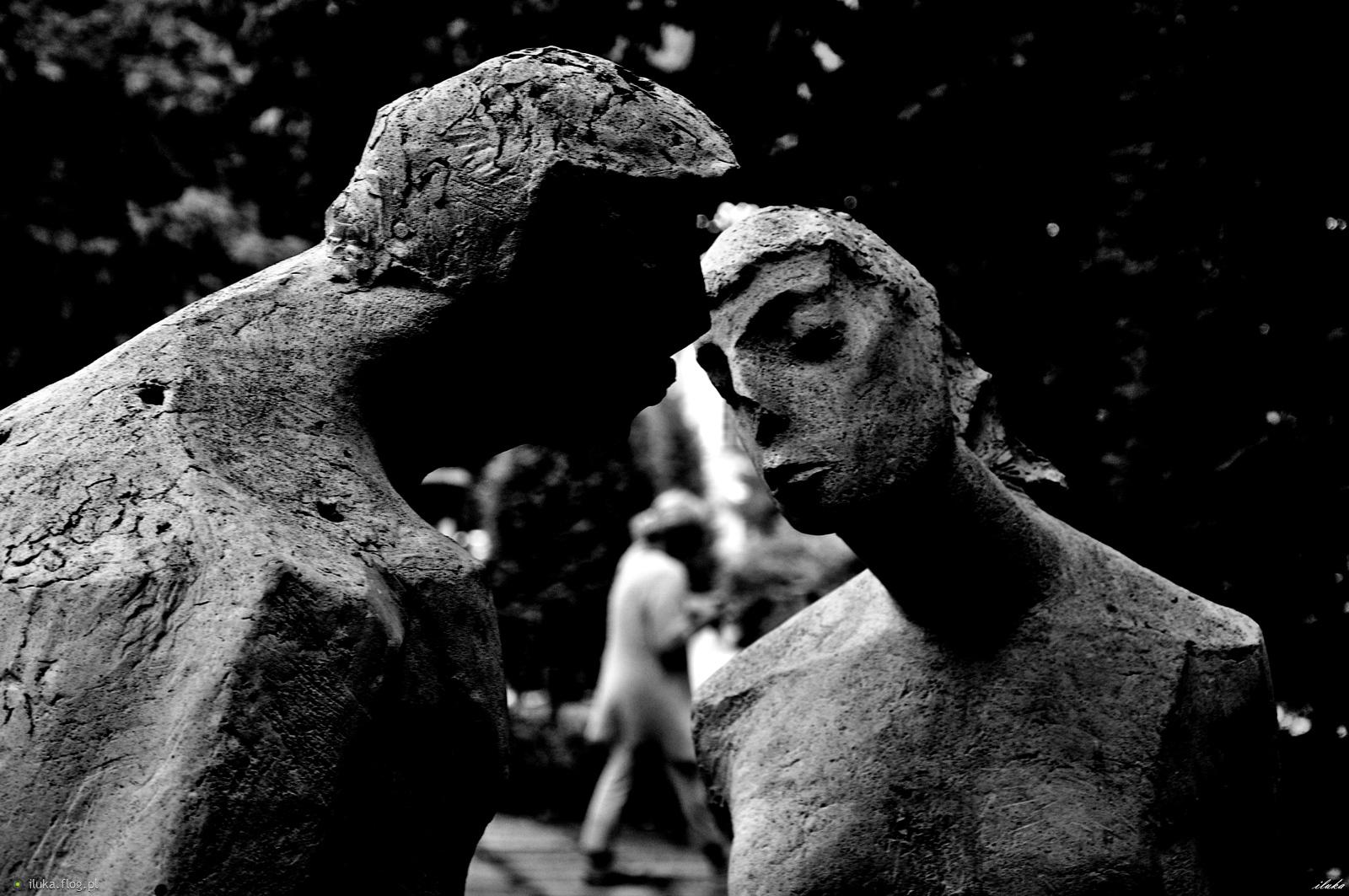 """""""To kobieta wybiera mężczyznę, który ją wybierze."""" (J.L.Wiśniewski)"""