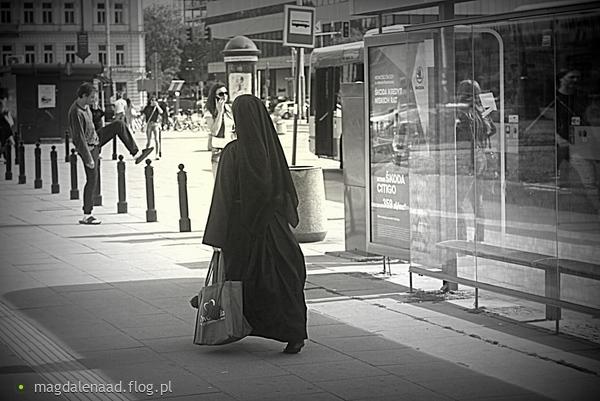 http://s23.flog.pl/media/foto_middle/12030193_juz-biegne-do-ciebie-szatanie.jpg