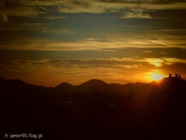 http://s23.flog.pl/media/foto_middle/12039130_zachod-slonca-nad-bolinii-we-wloszech.jpg