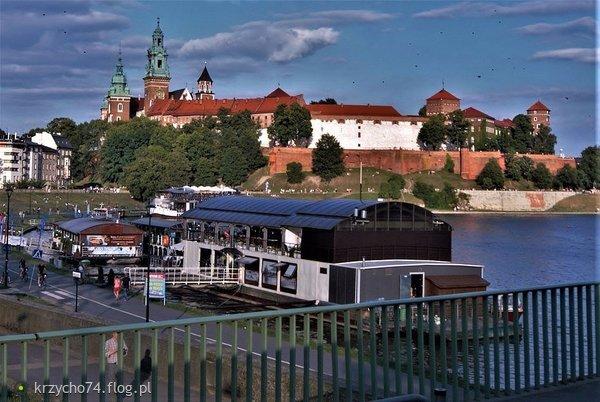 http://s23.flog.pl/media/foto_middle/12072050_wawel-.jpg