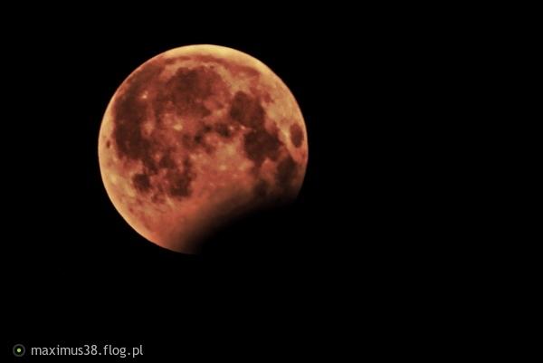 http://s23.flog.pl/media/foto_middle/12079872_czesciowe-zacmienie-ksiezyca-w-pelni-przez-ziemie-08082017.jpg
