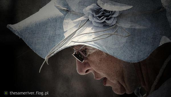 http://s23.flog.pl/media/foto_middle/12097825_niebieski-kapelusz.jpg