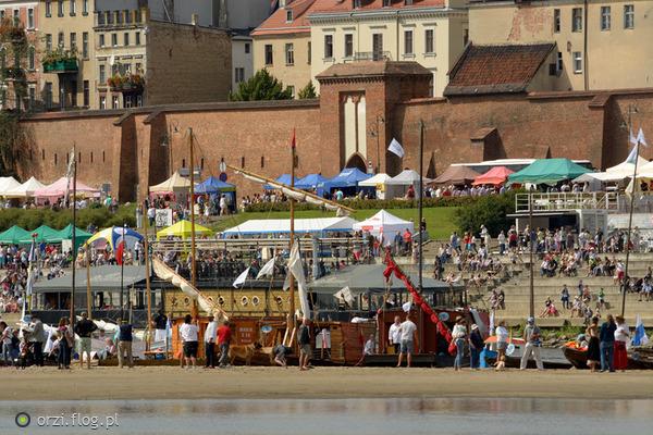 http://s23.flog.pl/media/foto_middle/12113051_festiwal-wisly-w-toruniu.jpg