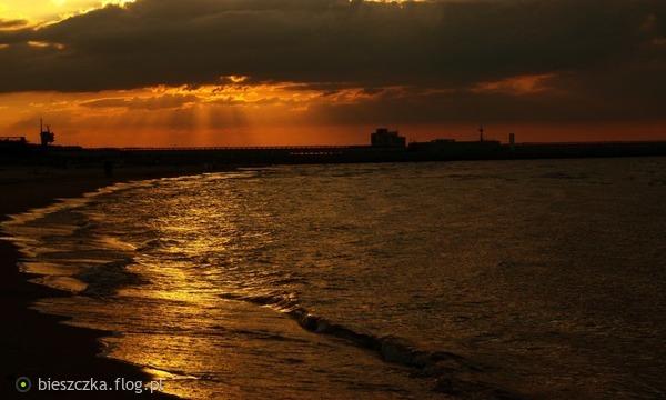 http://s23.flog.pl/media/foto_middle/12118722_zlote-wody-baltyku.jpg