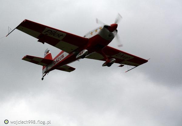 http://s23.flog.pl/media/foto_middle/12126361_piknik-lotniczy-bielsko-biala-02092017-dzien-pierwszy--.jpg