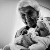 Pokolenia 😊  :: Oliwia z prababcią.. Rośn<br />ie dziecko które będzie w<br /> stanie zmienić świat na <br />lepsze lub na gorsz