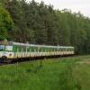 EN57-1913 :: Duet Dziewiętnastek, jako<br /> pociąg Kolei Mazowieckic<br />h linii R8, relacji Warsz<br />awa Wschodnia Skarżysk