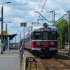 EN57-1245 :: Kibello Kolei Łódzkich oc<br />zekuje w peronach stacji <br />Dęblin.   15.06.2017 r. D<br />ęblin.