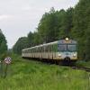 EN57-1904 :: Duet Dziewiętnastek, jako<br /> pociąg Kolei Mazowieckic<br />h linii R8, relacji Warsz<br />awa Wschodnia Skarżysk