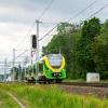 222M-001 :: Modliszka, jako pociąg Ko<br />lei Mazowieckich linii RE<br />21, opuszcza stację Mrozy<br />.   24.06.2017 r. Mrozy