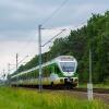 ER75-012 :: Duet Flirtów, jako pociąg<br /> KM linii R2, na pełnej p<br />rędkości minął semafory b<br />lokady samoczynnej