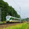 ER75-012 :: Duet Flirtów, jako pociąg<br /> KM linii R2, na pełnej p<br />rędkości przemierza szlak<br /> Mrozy Cegłów.   2