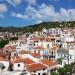 Widoczek nad dachami Skopelos dla Ciebie